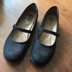 Black flats with foam cushioned insole